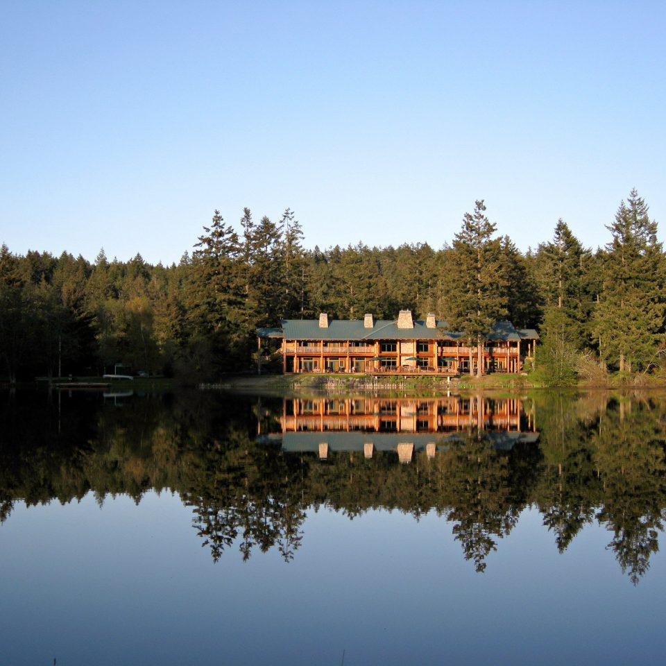 Exterior Lake Lodge Outdoors Resort Rustic Scenic views tree sky water Nature pond season River woody plant autumn landscape mountain reservoir surrounded