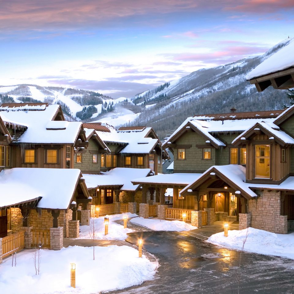 Exterior Lodge Nature Outdoors Scenic views snow building sky house Winter weather Resort Town season home mountain range mountain Village
