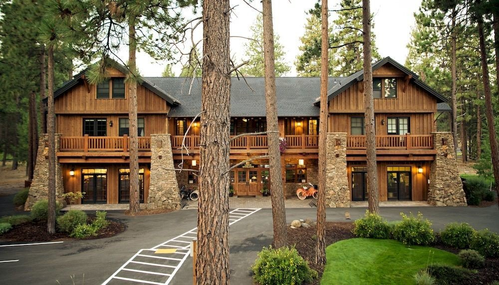 Exterior Lodge Rustic tree building house property residential log cabin home Resort cottage backyard outdoor structure old Town stone