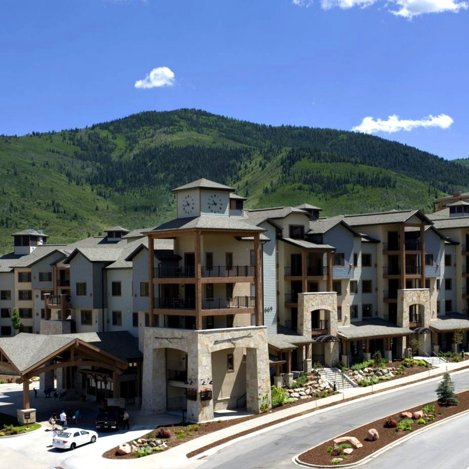 Exterior Lodge mountain sky property Town residential area neighbourhood Resort Village home suburb condominium Villa mountain range way road traveling highway