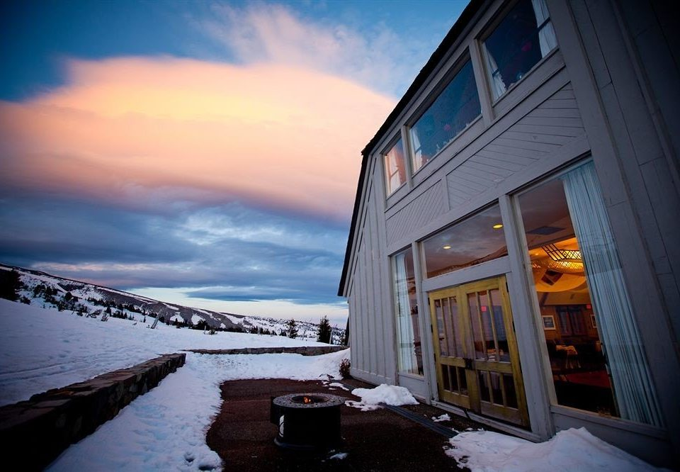 Exterior Lodge sky color blue house Winter snow weather light cloud night evening morning season sunlight Sunset dusk