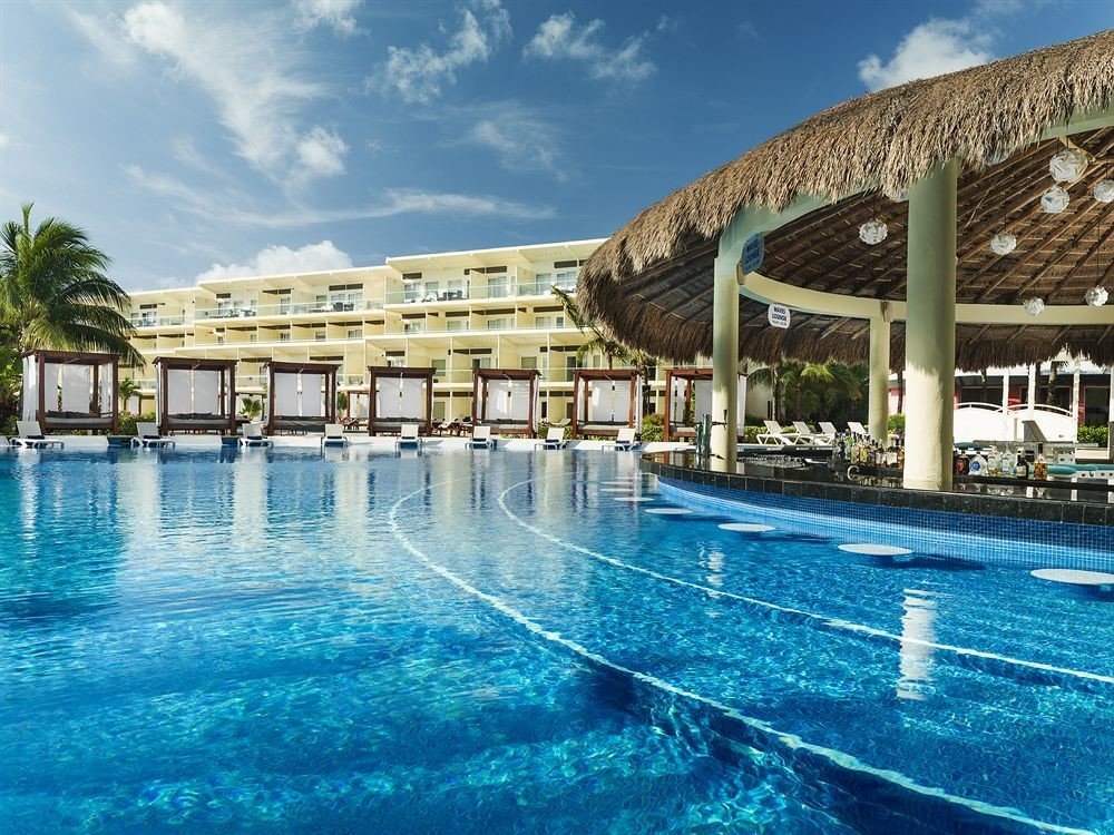 Exterior Lounge Luxury Modern Pool sky water swimming pool leisure property Resort leisure centre blue resort town condominium marina palace swimming