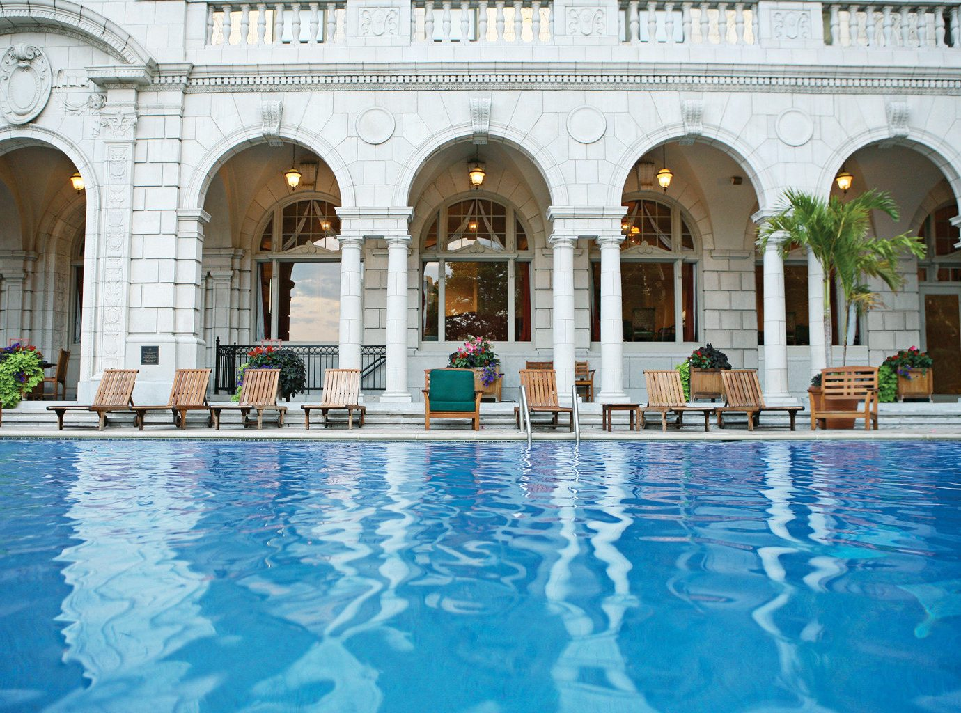 Exterior Lounge Luxury Pool swimming pool leisure building palace thermae mansion Resort blue