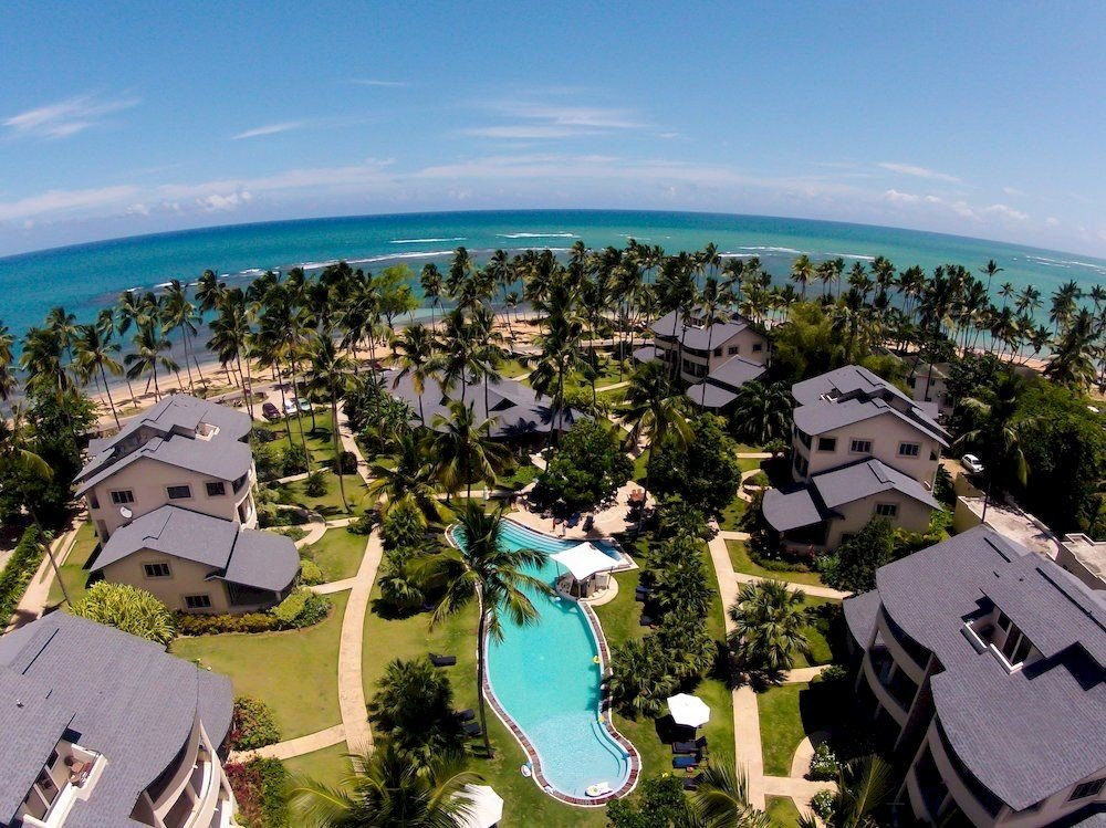 Exterior Lounge Pool sky aerial photography property Resort Nature residential area bird's eye view mansion overlooking