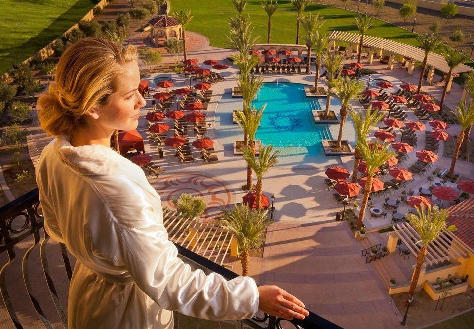 Exterior Lounge Pool Resort