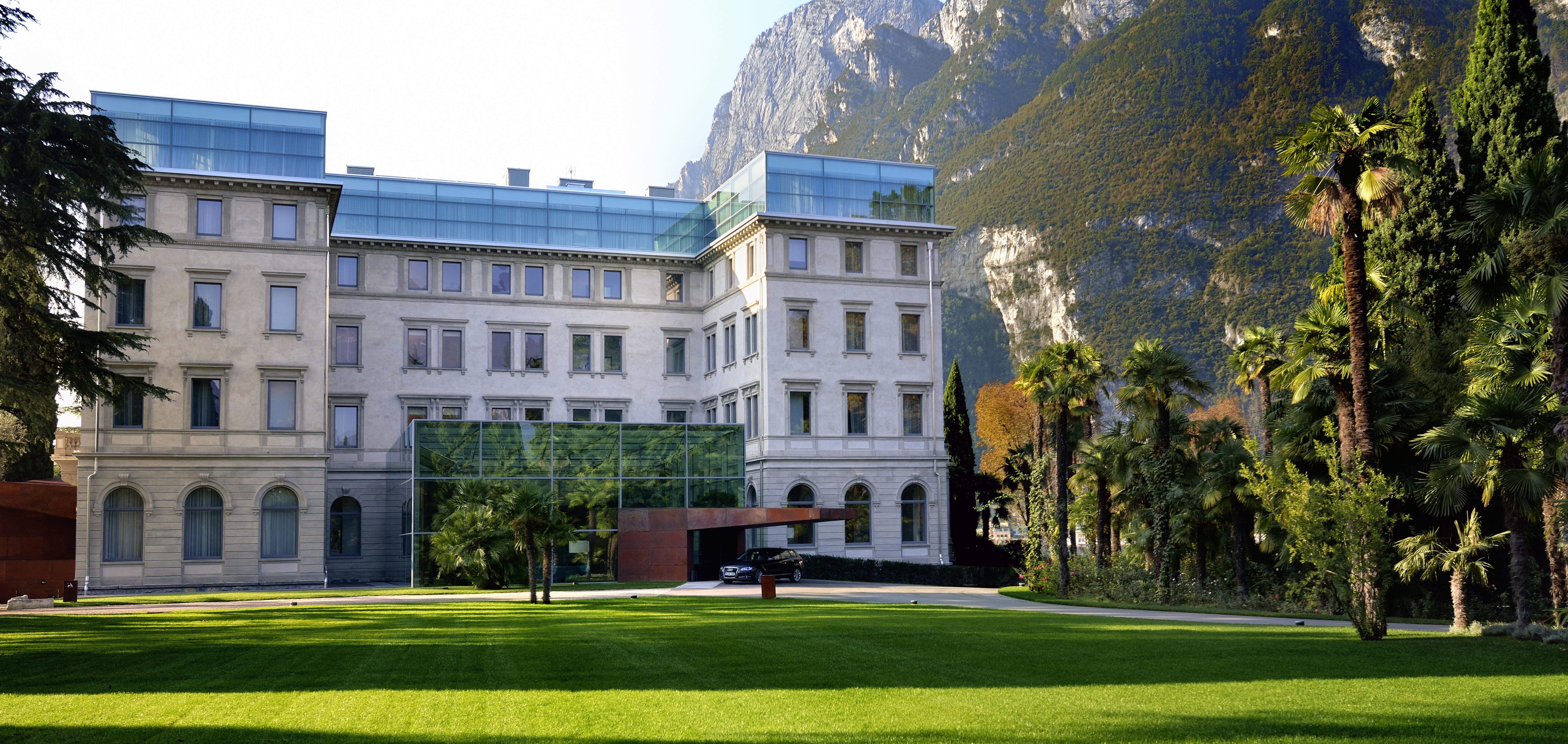 Exterior Modern Mountains grass building stately home tree neighbourhood house château residential area mansion home lawn palace campus university government building