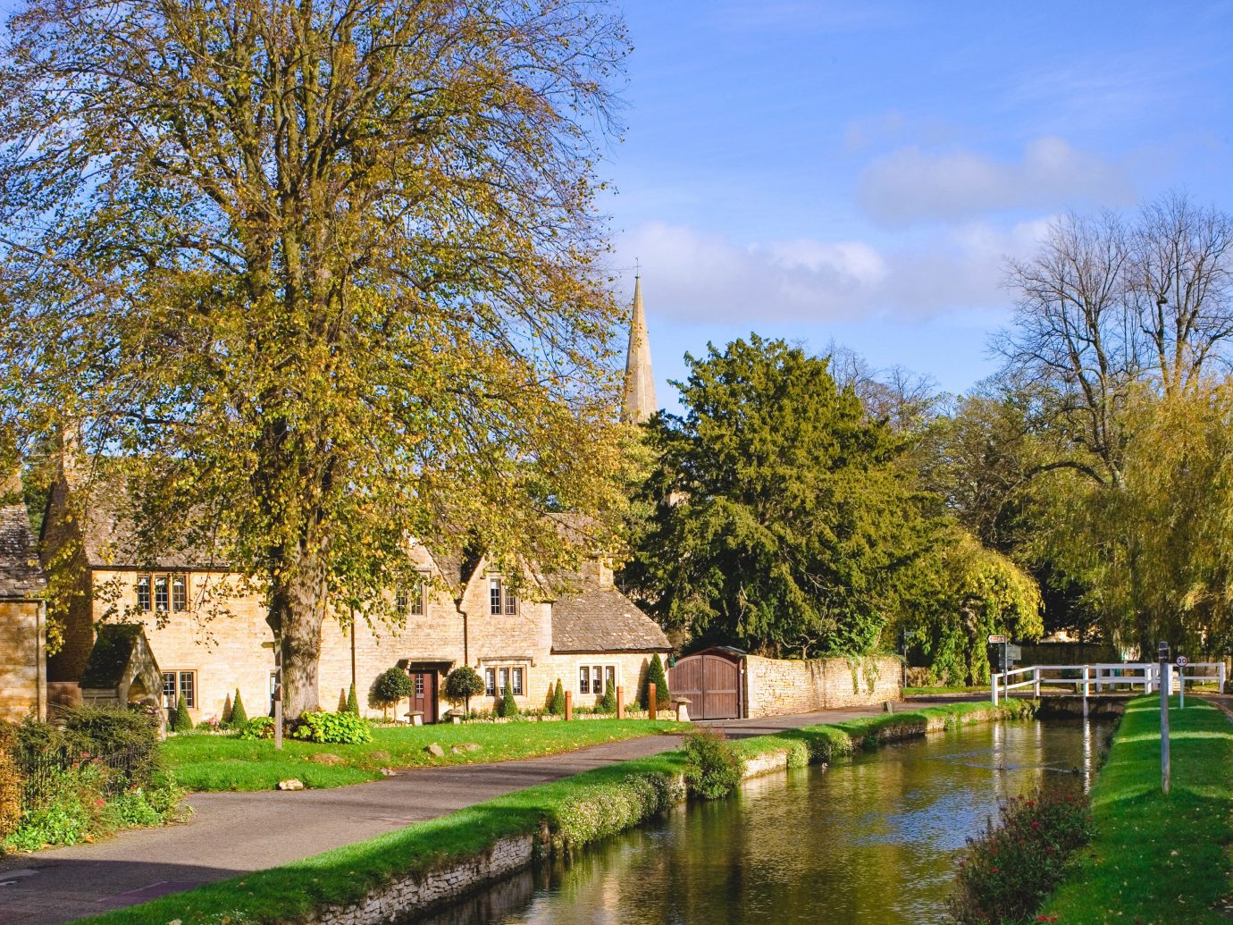 Romance Trip Ideas Weekend Getaways tree outdoor grass waterway water reflection Nature leaf Canal plant estate sky house bank pond River real estate Garden national trust for places of historic interest or natural beauty landscape park Lake watercourse autumn spring château Village City lacustrine plain stately home surrounded