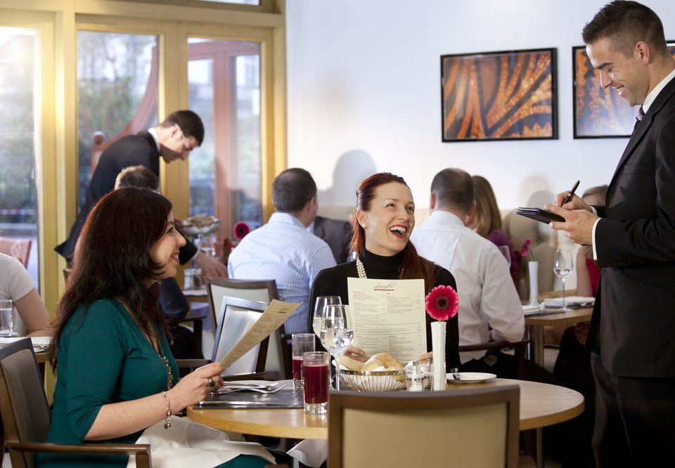 group lunch sense restaurant Family dining table