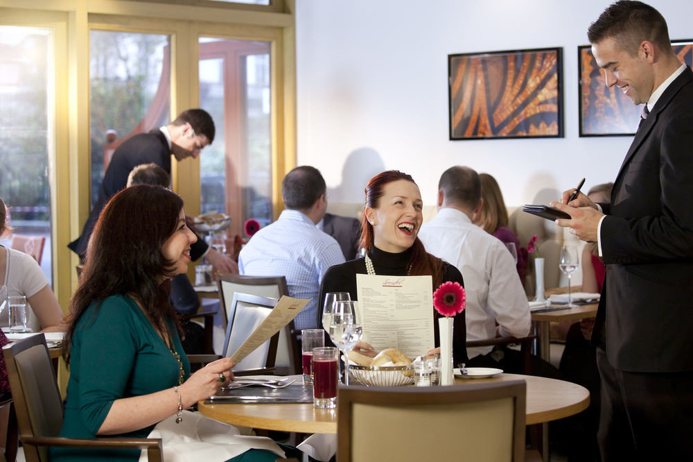group lunch sense restaurant Family dining table