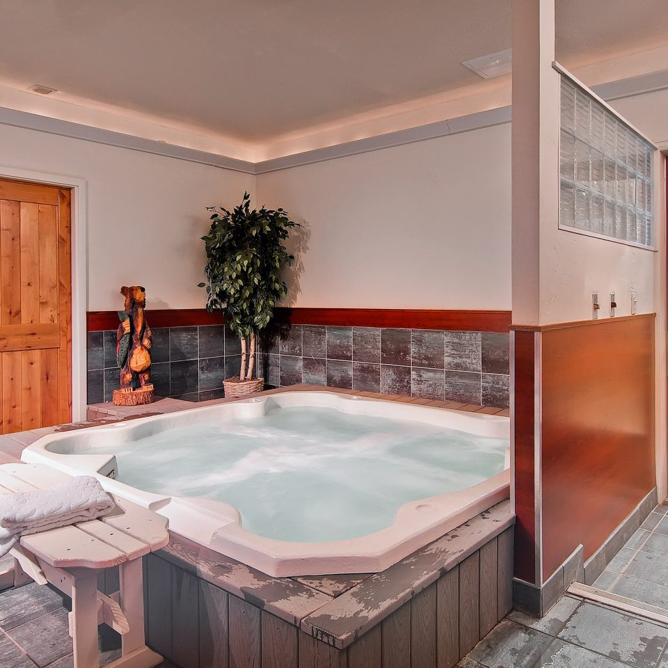 Family Hot tub/Jacuzzi Mountains Ski property swimming pool house Suite home jacuzzi mansion Villa cottage