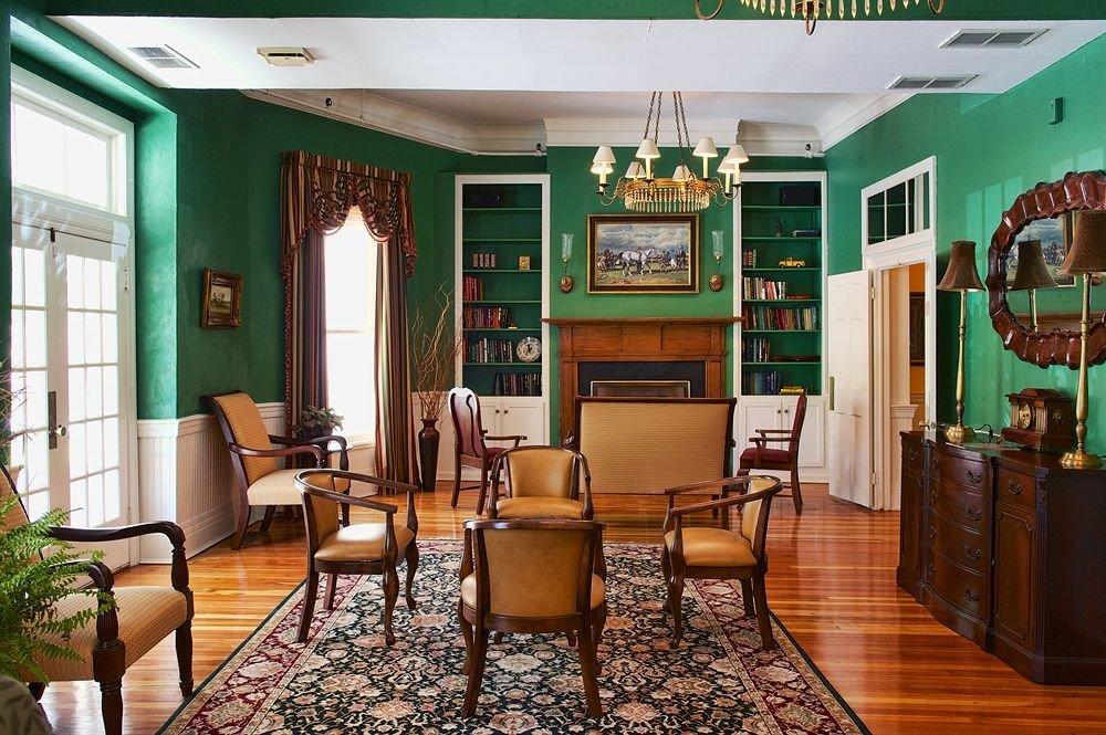 Family Inn Lounge property condominium Lobby living room home green
