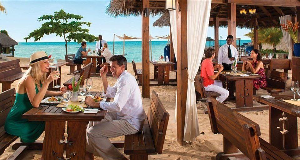 Picnic Resort restaurant group drinking Island Family