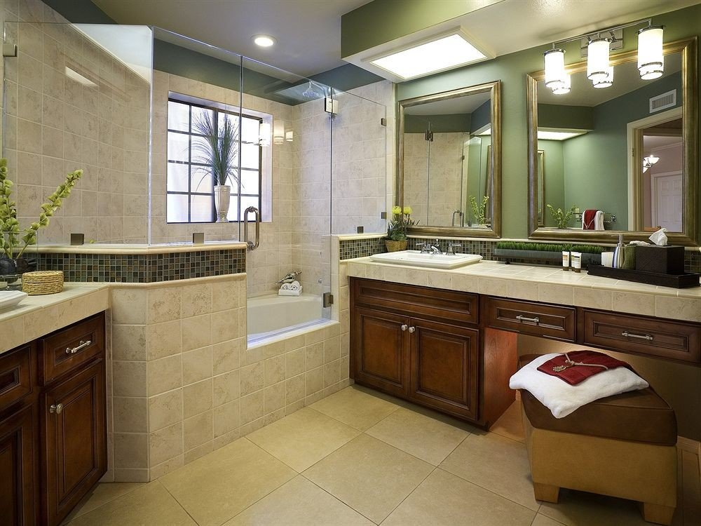 Family Resort bathroom property Kitchen cabinetry home sink countertop cuisine classique cottage counter flooring tile tiled