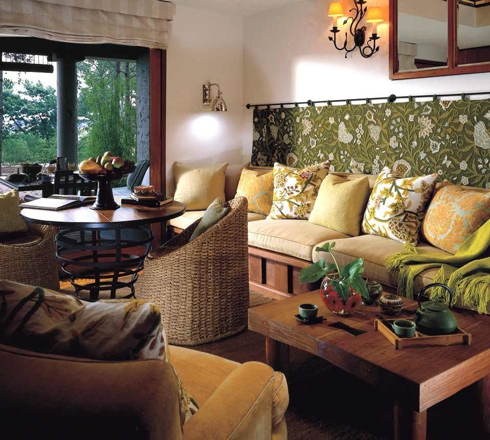 Family Luxury Resort Rustic Suite sofa living room property home condominium cottage Villa Lobby seat
