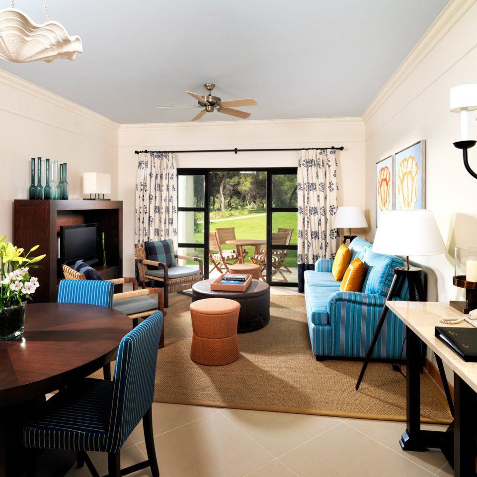 Family Modern Patio Resort living room property home condominium