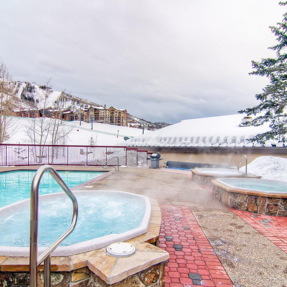 Family Mountains Pool Ski sky tree ground leisure swimming pool Resort Winter season home snow