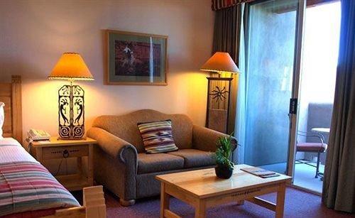 Family property building living room Suite cottage Villa home condominium Resort lamp
