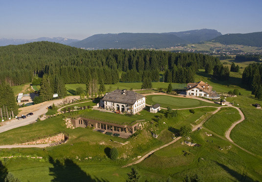 mountain grass mountainous landforms aerial photography bird's eye view pasture structure photography mountain range Nature plain hill residential area sport venue field rural area agriculture Village meadow landscape plateau Farm valley alps château grassy hillside golf course lush highland