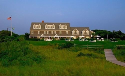 grass sky property land lot building sign plain Farm residential area rural area green home Village farmhouse mansion cottage lush