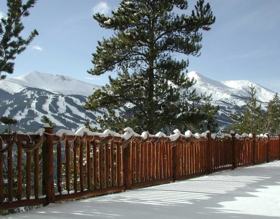 Lodge Mountains Nature Outdoors Scenic views Ski sky Fence snow tree building ecosystem Winter mountain mountain range