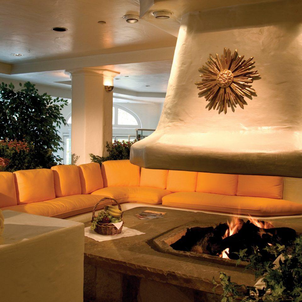 Firepit Lounge Resort Rustic sofa Lobby living room home lighting restaurant mansion