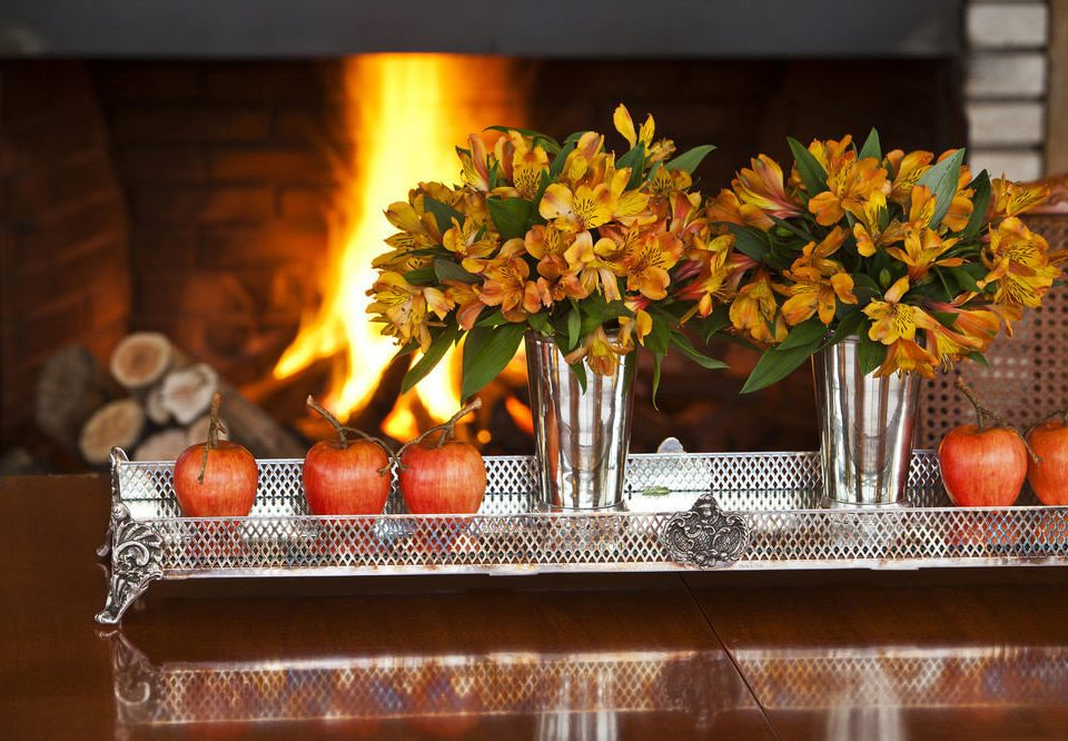 flower floristry lighting centrepiece buffet holiday restaurant thanksgiving autumn Fireplace