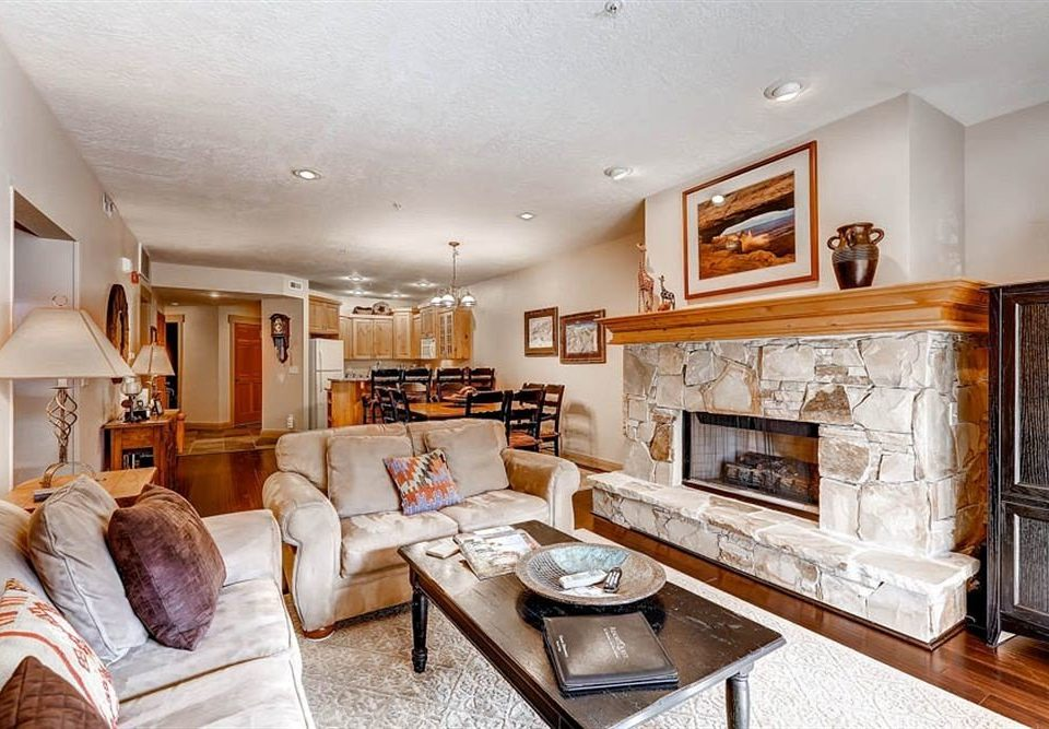 sofa Fireplace property living room fire home hardwood cuisine classique cottage farmhouse leather