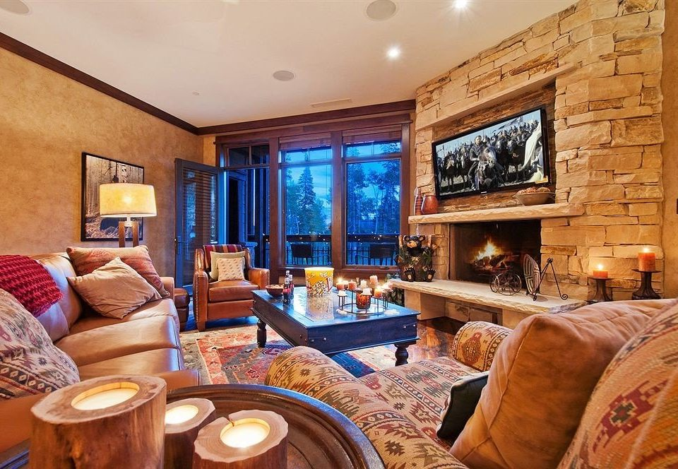 Fireplace Hot tub Lounge Luxury sofa property living room home Suite cottage Resort mansion Villa log cabin