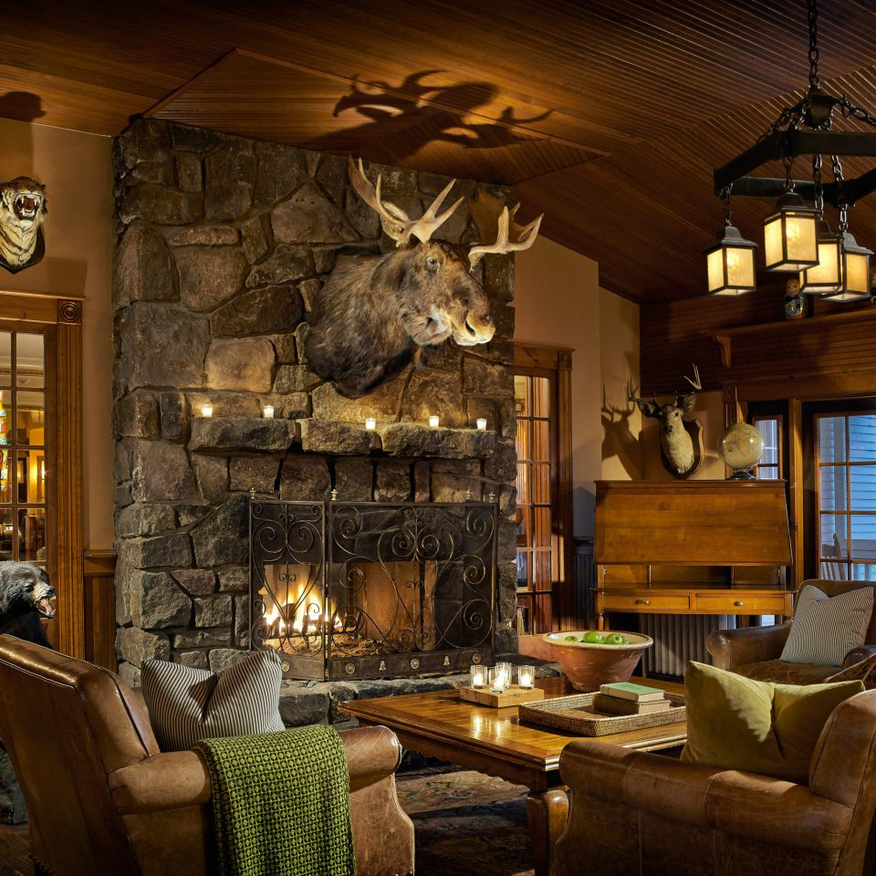 Inn Fireplace property living room fire home lighting mansion cottage farmhouse log cabin