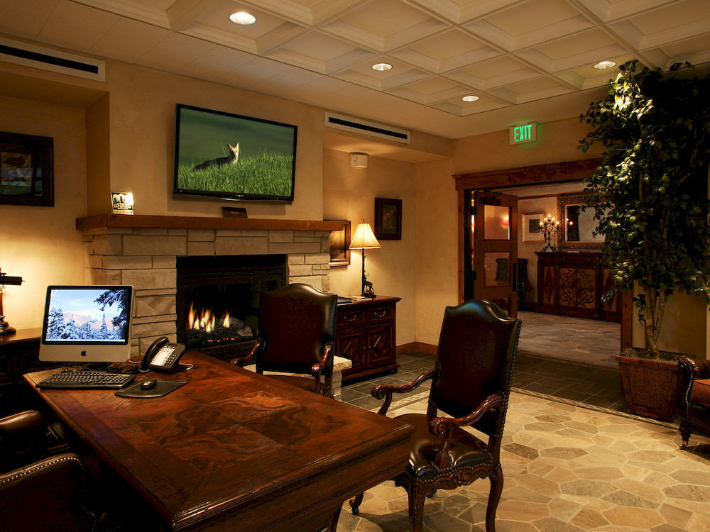 Fireplace Lounge Resort property Lobby recreation room living room home