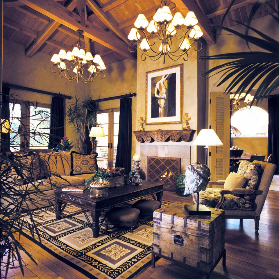 Fireplace Lounge Resort sofa living room property home house mansion Lobby farmhouse Villa