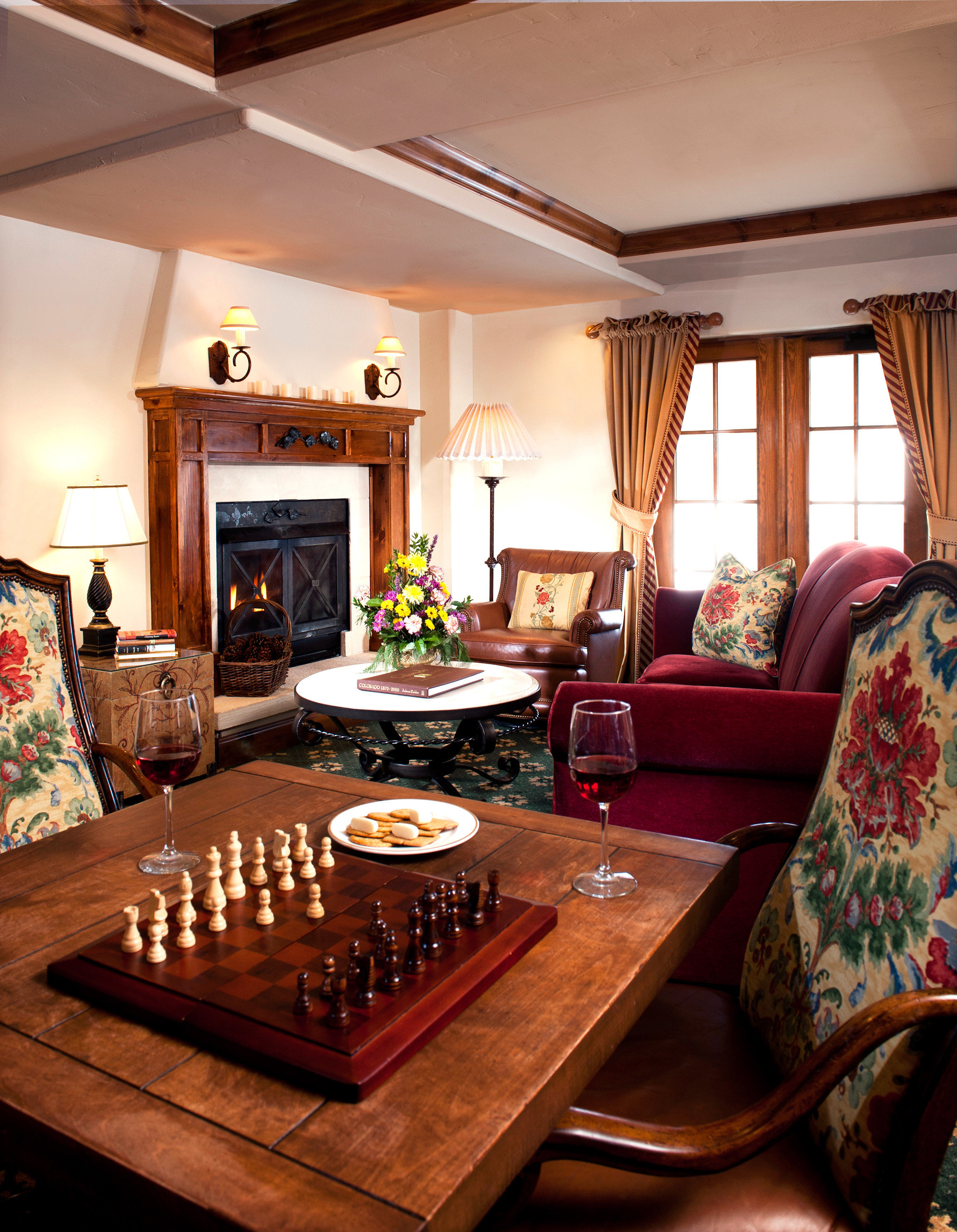 Fireplace Lounge Resort Romantic living room property home house cottage Suite farmhouse