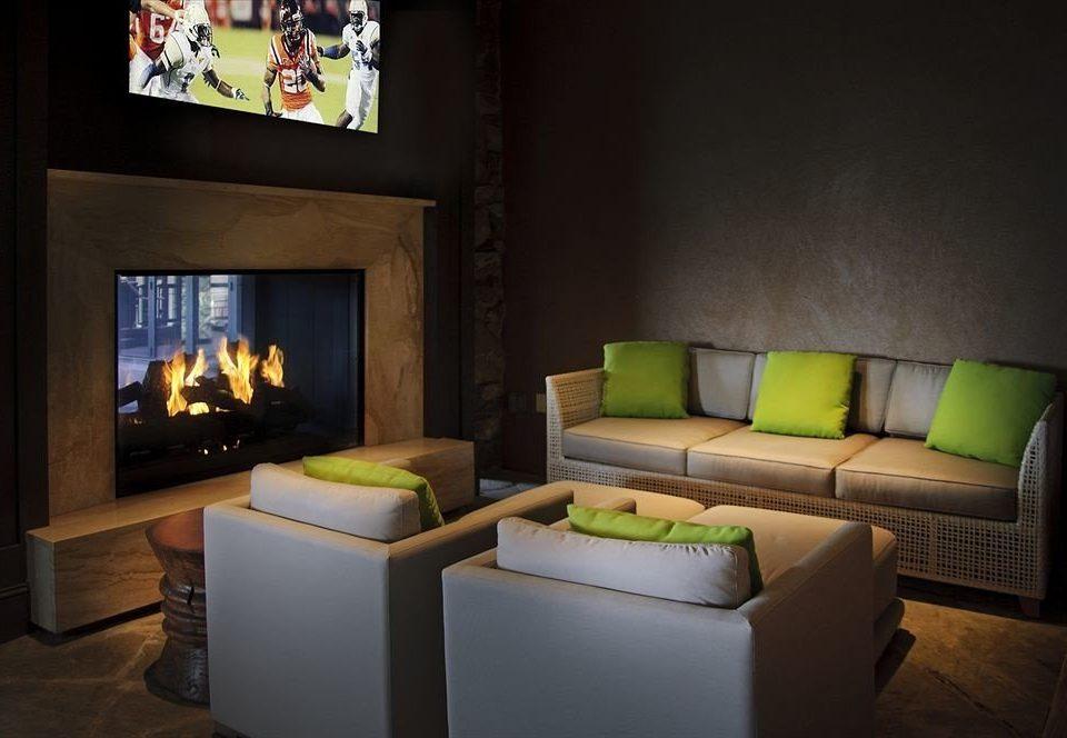 Lounge Resort living room property green home lighting Suite cottage Villa Fireplace set