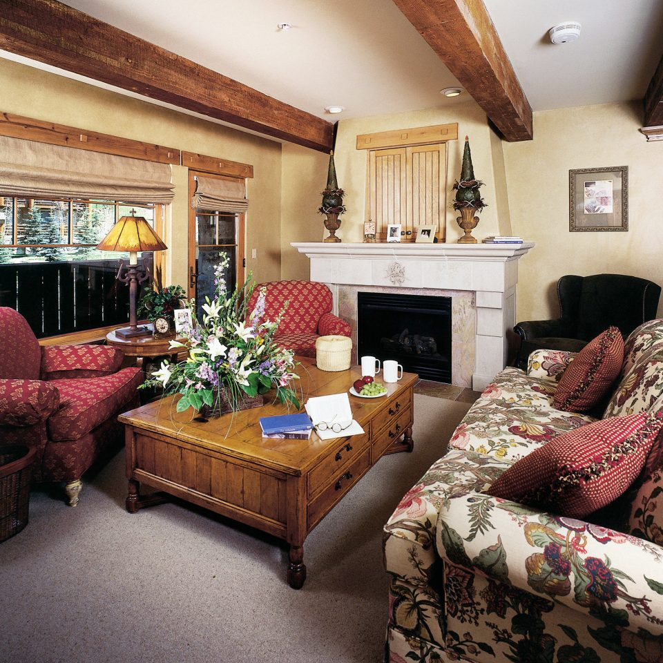Fireplace Resort Rustic sofa living room property home Suite cottage mansion