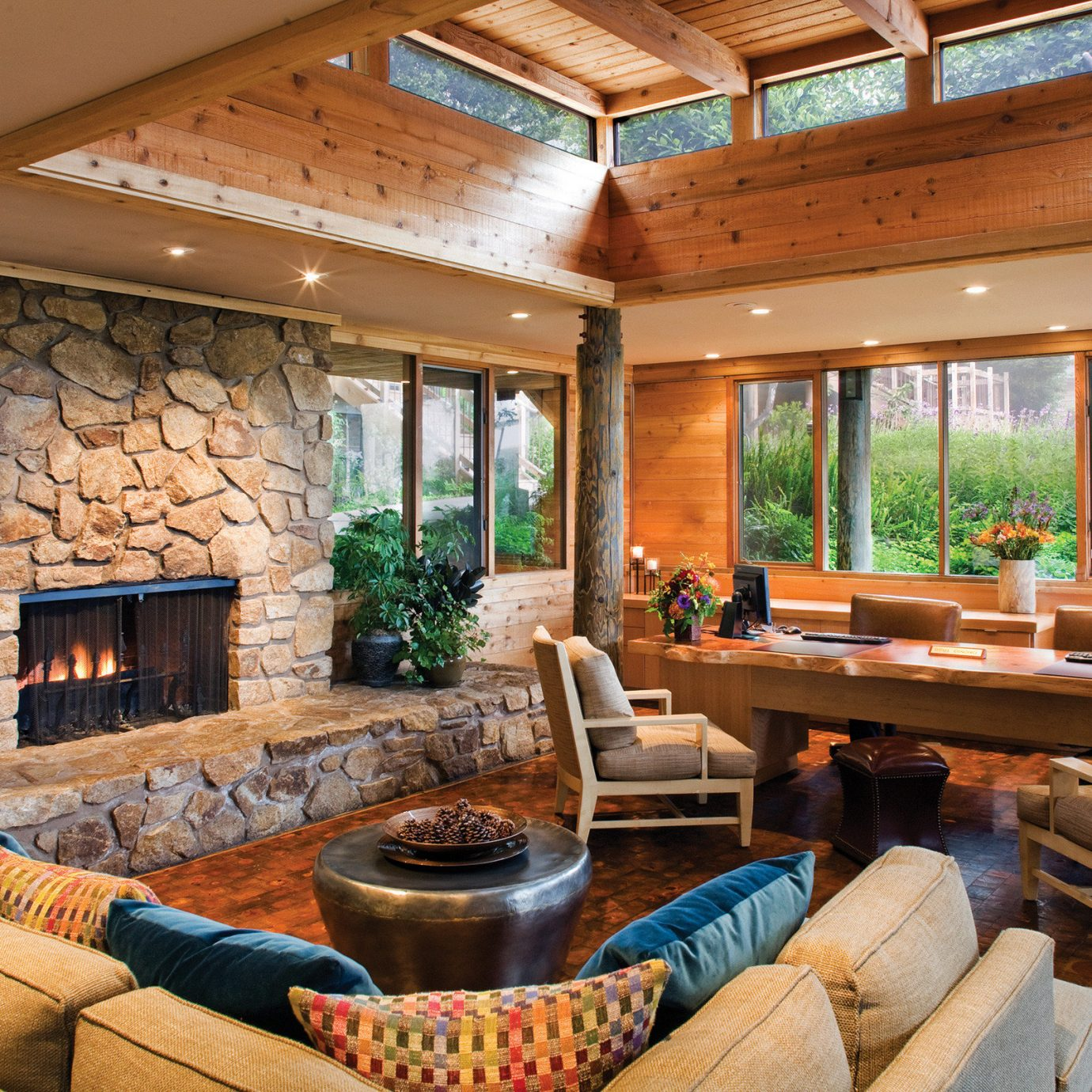 property living room log cabin home cottage Fireplace porch Villa backyard farmhouse Resort outdoor structure overlooking dining table