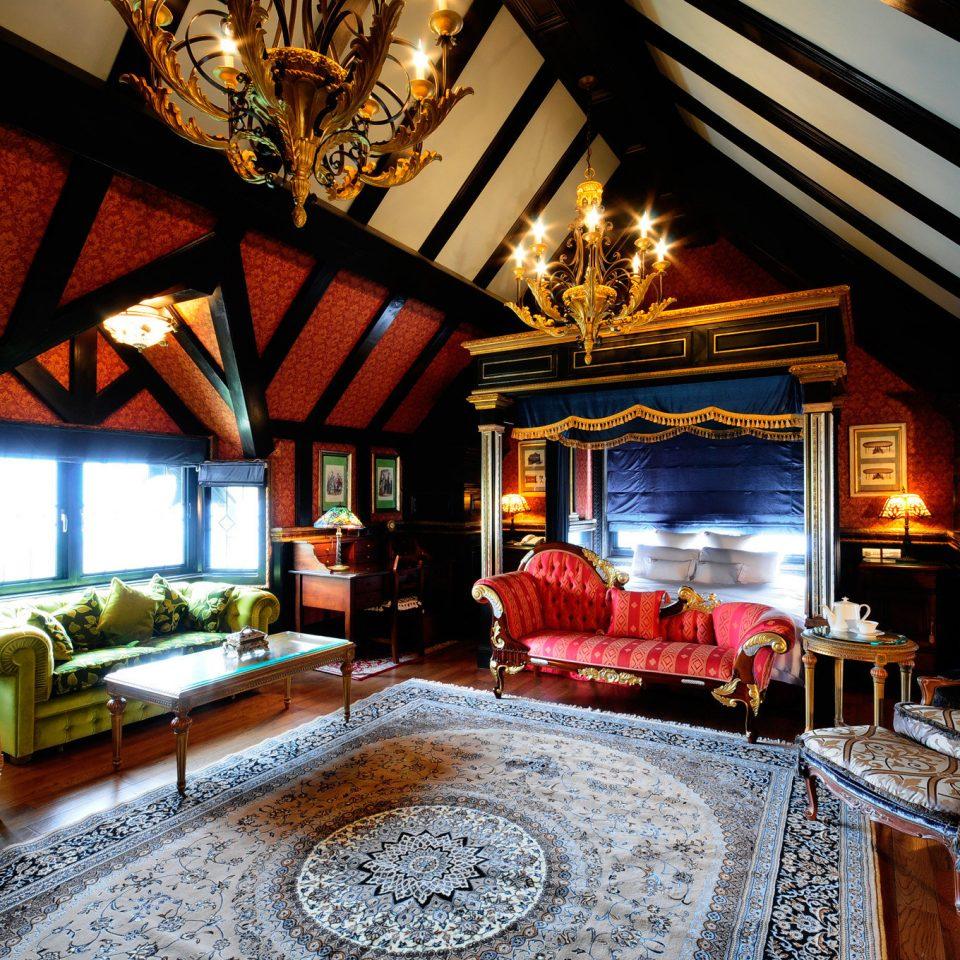 sofa property home house living room Fireplace recreation room cottage Resort mansion Villa