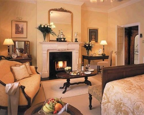 living room property home Suite hardwood cottage Fireplace