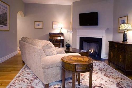 property cottage home living room hardwood Fireplace Villa Suite farmhouse hard flat