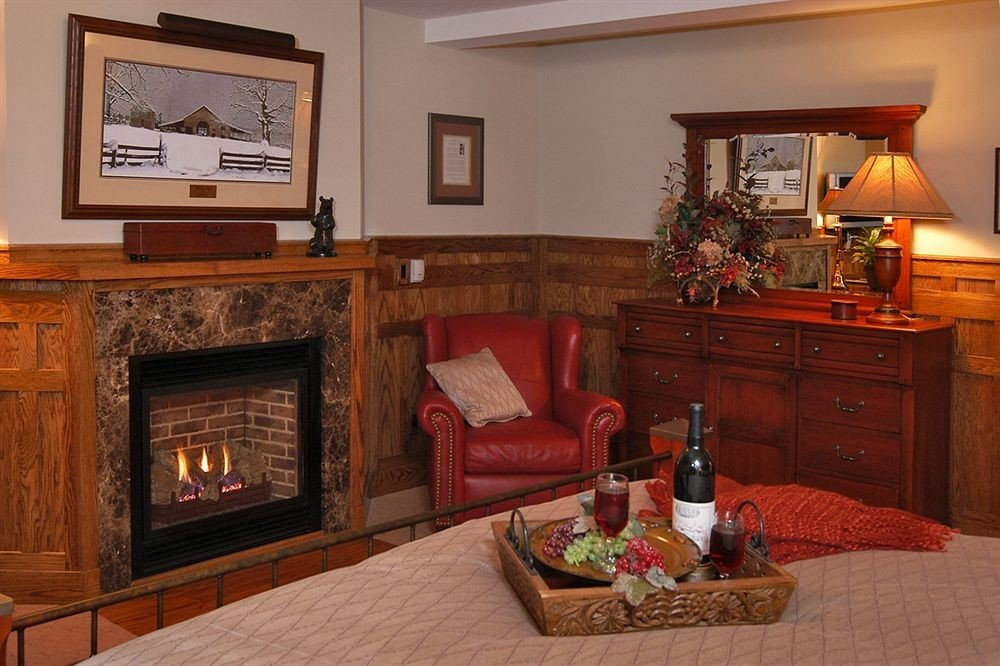 living room property home cottage hardwood Fireplace Suite mansion recreation room farmhouse Villa