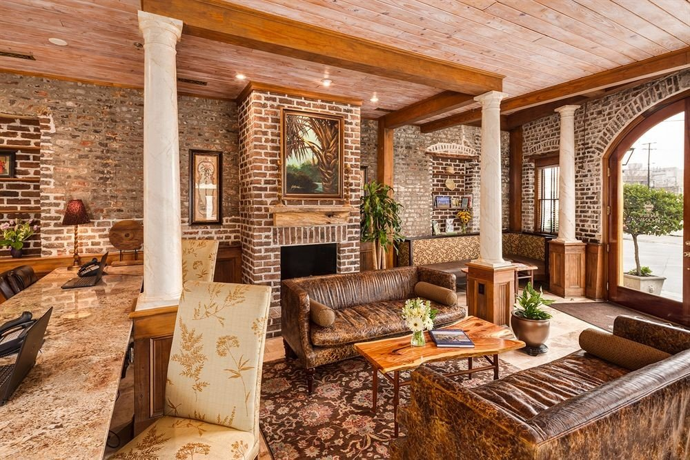 property living room log cabin porch home cottage wooden Fireplace hardwood farmhouse outdoor structure backyard Villa