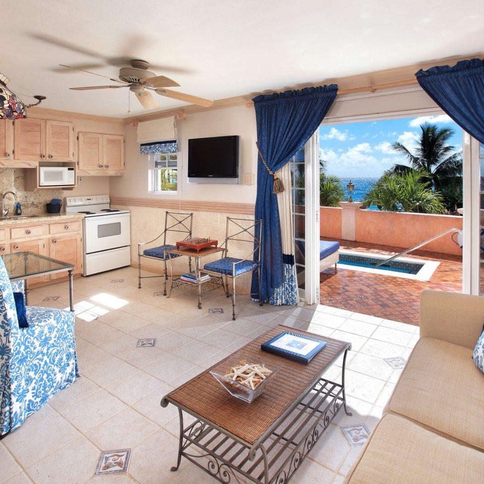 sofa property living room home cottage Villa Fireplace condominium farmhouse