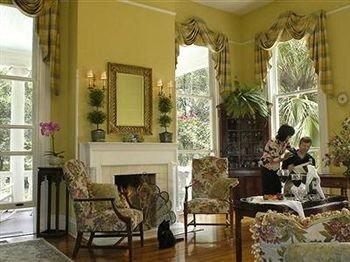 property living room mansion home Fireplace cottage Villa