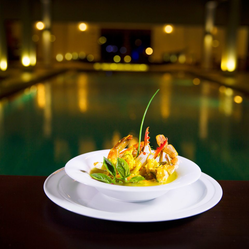 plate night light restaurant lighting food
