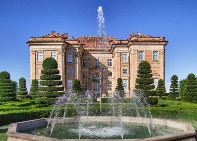 grass building historic site landmark palace fountain water feature mansion ancient roman architecture stately home arch stone Garden colonnade
