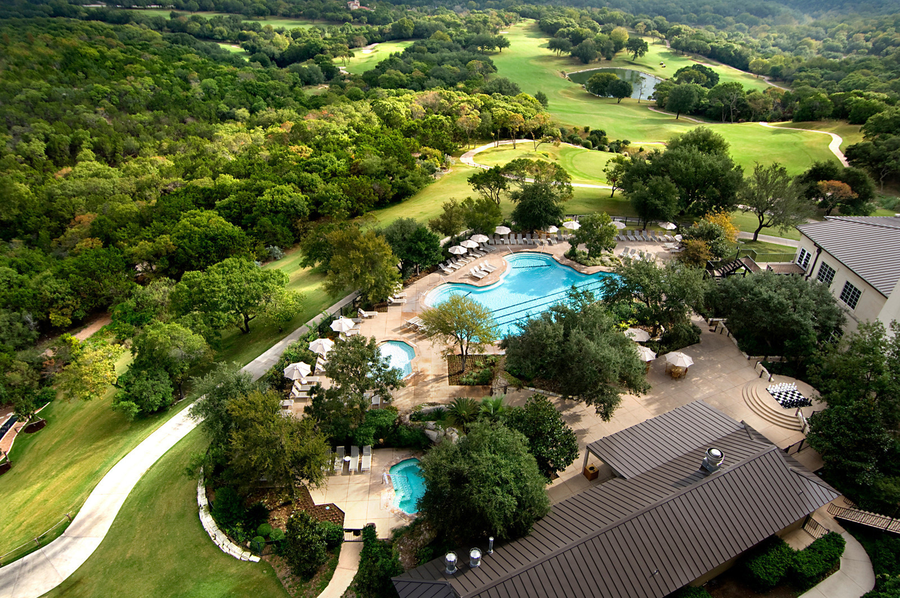 Garden Golf Grounds Lounge Luxury Outdoors Pool tree aerial photography bird's eye view Nature residential area Resort park mansion highland
