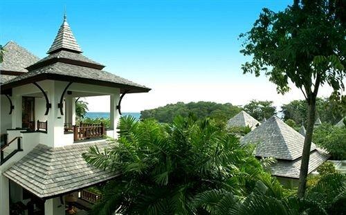 tree sky building property Resort Villa cottage eco hotel Jungle mansion house plant Garden