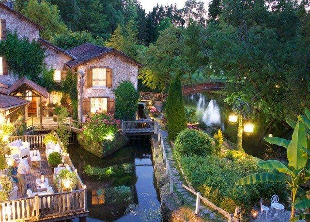 tree property Resort cottage Village Jungle Garden backyard