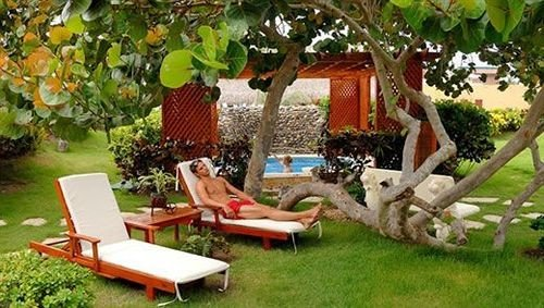 Lounge Luxury Pool grass tree property backyard yard outdoor structure lawn Resort Villa Garden home cottage hacienda lush