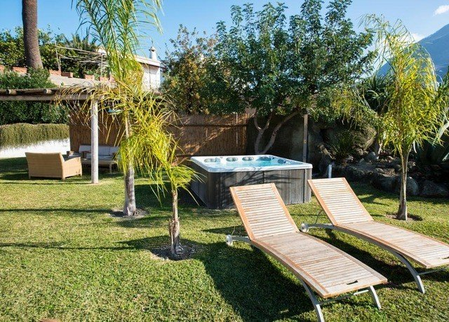 grass tree sky property leisure park backyard Picnic swimming pool yard lawn Villa Garden outdoor structure green landscape architect cottage grassy set lush Resort surrounded