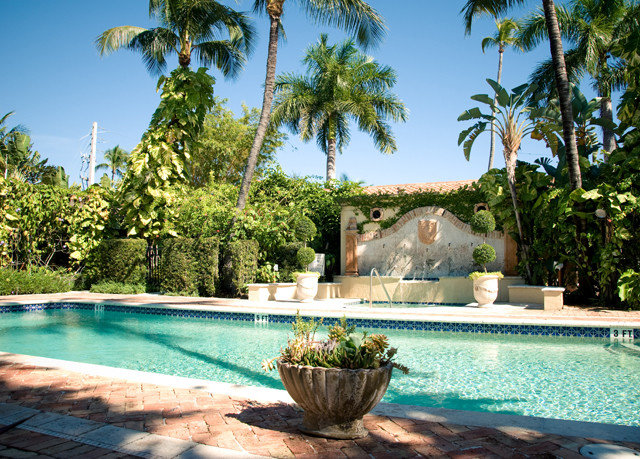 tree sky swimming pool Resort property backyard plant Villa reflecting pool palm home mansion Pool Garden